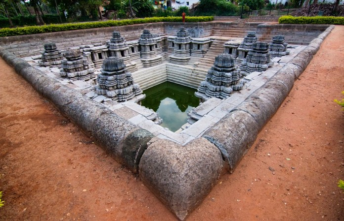 kalyani_temple_tank_in_hoysala_style_at_hulikere