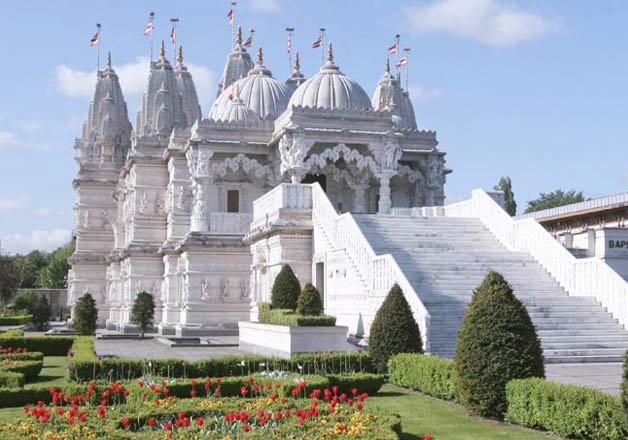 1432906566BAPS Shri Swaminarayan Mand - 31 Hindu Temples Outside of India that You Should Visit
