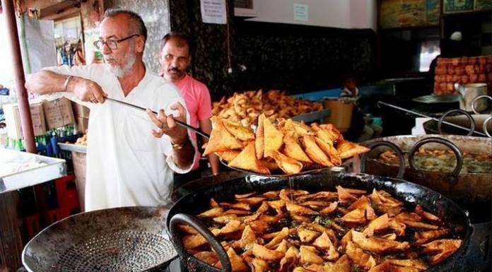 samosa-vendor-delhi-lesson
