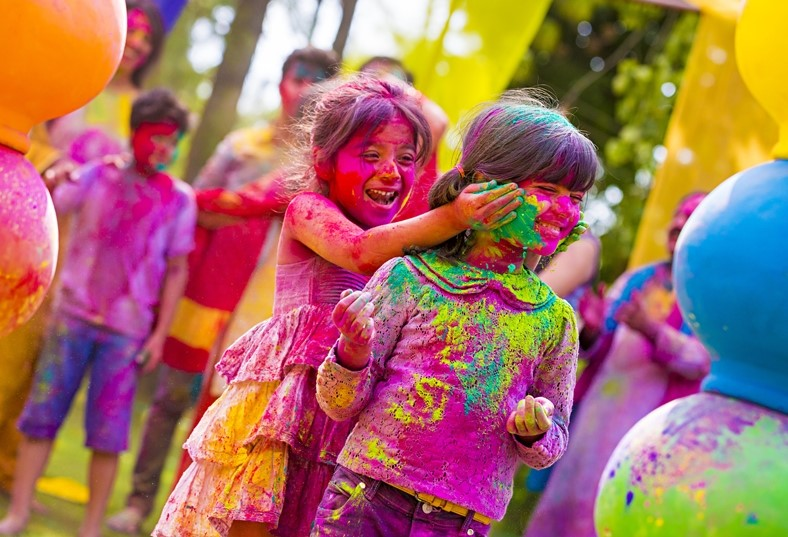 cute holi pictures with small kids