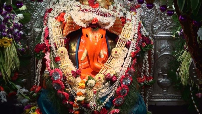 Siddhivinayak Ganpat awesome statue picture