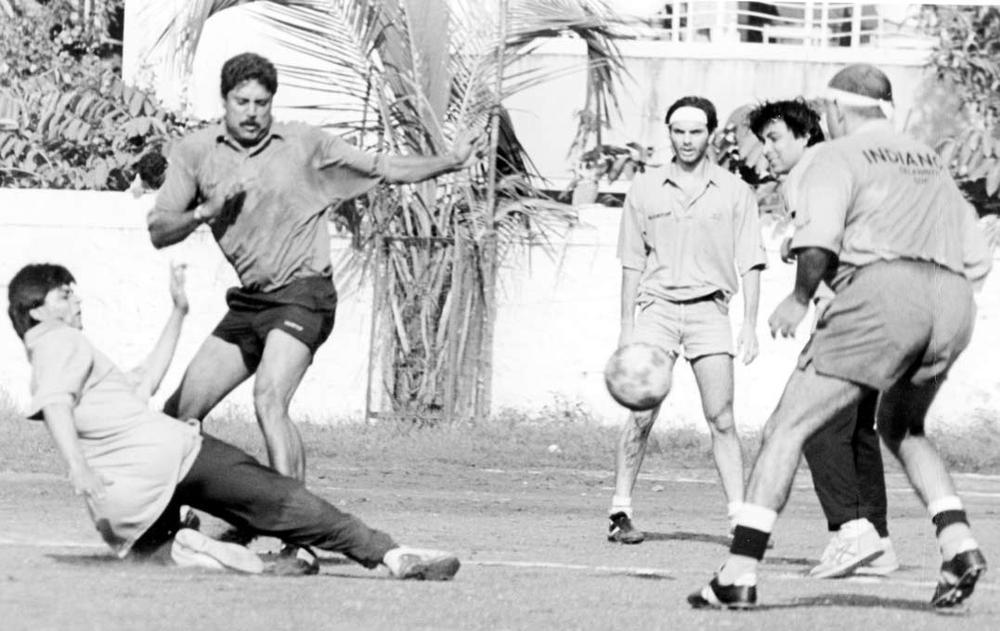 42.Rare Photo of Kapil Dev enjoying football with Shah Rukh Khan, Sohail Khan and Deepak Tijori.