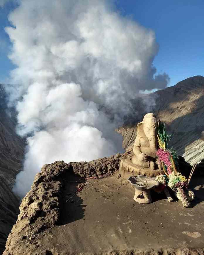 Ganesha Altar at the Edge of Mt. Bromo Crater hd - Ganesha Altar at the Edge of Mt. Bromo Crater