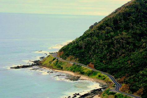 A glimpse of the Great Ocean Road (Victoria, Australia)