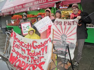 Golden Farm workers protest.WW photo: Anne Pruden