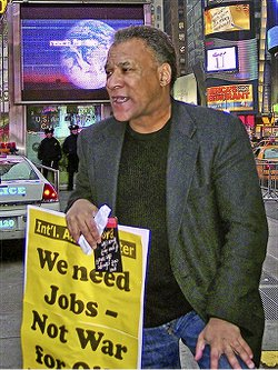 Larry Holmes at a Times Square rally in New York City.WW photo: John Catalinotto