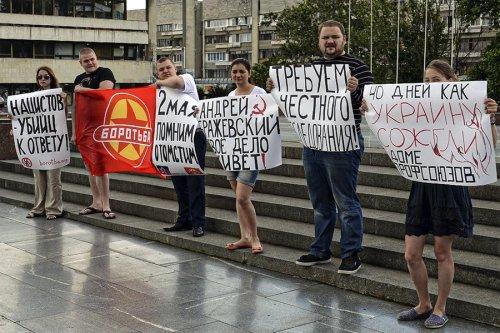 Exiled Odessa activists hold memorial for massacre victims on 40-day anniversary, Simferopol, Crimea, June 12.Photo: Borotba