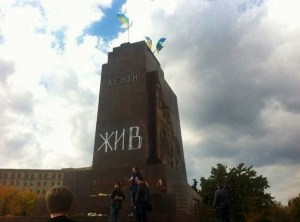In Kharkov, an anti-fascist painted on the pedestal of toppled monument, under Lenin's name,'ALIVE'.