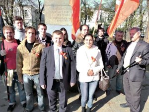 Exiled members of Union Borotba and Russian comrades mark 97th anniversary of the Bolshevik Revolution in Simferopol, Crimea.Photo: Borotba