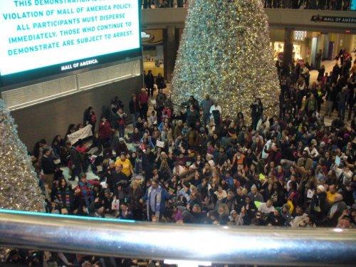 Mall of America, Dec. 20.Photo: Fight Back! News