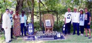 At the gravesite of Carl Hampton.WW photo: Gloria Rubac