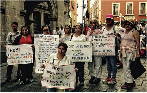 Teachers protesting in Cuernavaca, México. WW photo: Judy Greenspan