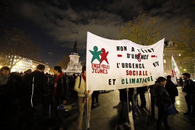 "Paris, Nov. 26. The banner says ""No to the state of emergency. The emergency concerns social and climate issues."""