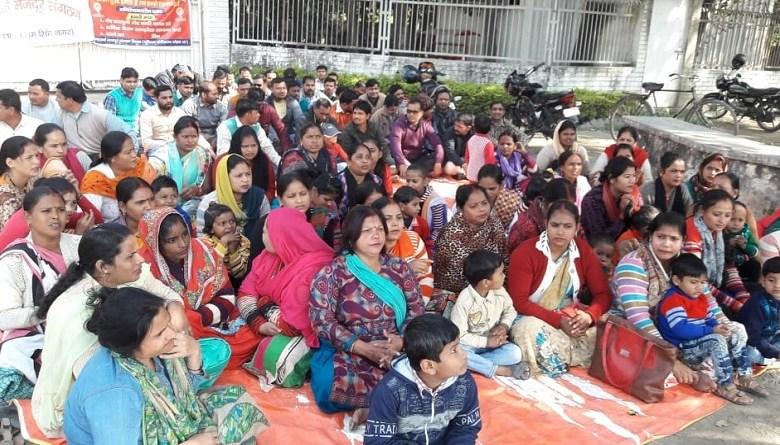 Photo of रुद्रपुरः इंटरार्क मज़दूरों का दावा, प्रोडक्शन मैनेजर कह रहा- 'मैं आरएसएस-बीजेपी का आदमी, मेरा कोई कुछ नहीं बिगाड़ सकता'