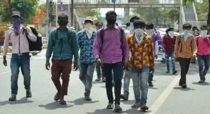 workers walking through jaipur agra