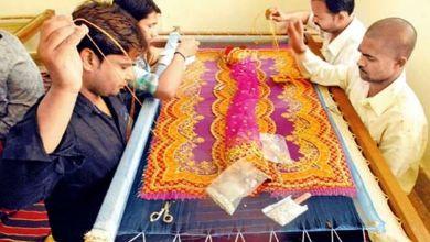 Photo of सांप्रदायिक तत्वों की निगाहों में खटक रहे मुंबई से लौटे मजदूर