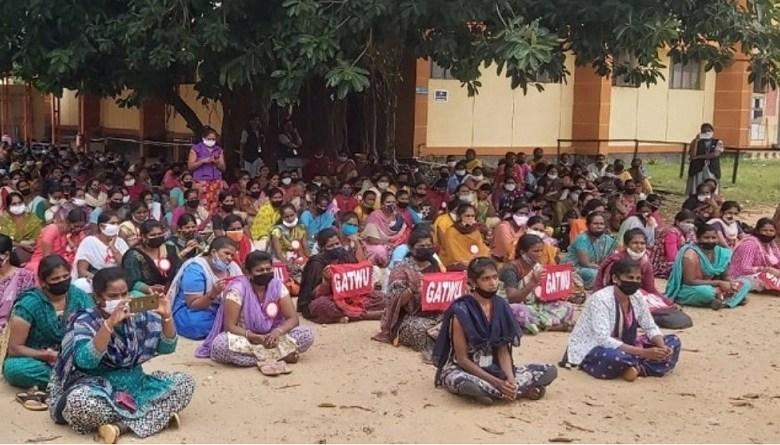 Photo of कर्नाटक में 3 हफ़्ते से 1300 गार्मेंट वर्करों का धरना, अमेरिका यूरोप के नामी ब्रांडों के लिए बनते हैं कपड़े