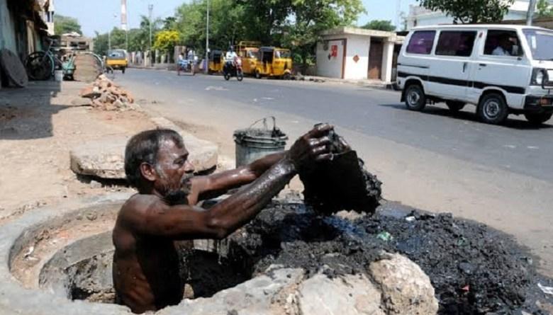 Photo of नहीं रुक रही सफाईकर्मियों की मौत, दिल्ली में सुरक्षा उपकरणों की भारी कमी