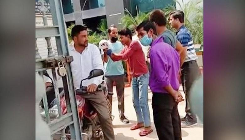 Photo of मानेसर के सेंचुरी इंजग. प्राइवेट लिमिटे में मज़दूर का कटा हाथ, प्रबंधन ने नहीं की कोई मदद, मज़दूरों ने पहुंचाया अस्पताल