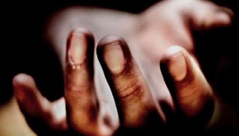 Photo of नोएडा की कंपनी में काम करने वाले मज़दूर की मौत, रोजाना कराया जाता था 12 घंटे काम