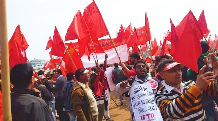 workers protest masa at delhi ground