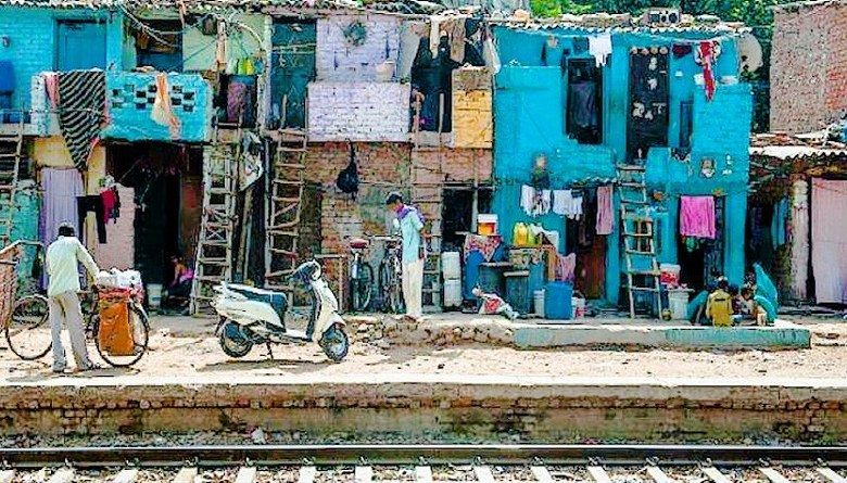slum delhi around railway track