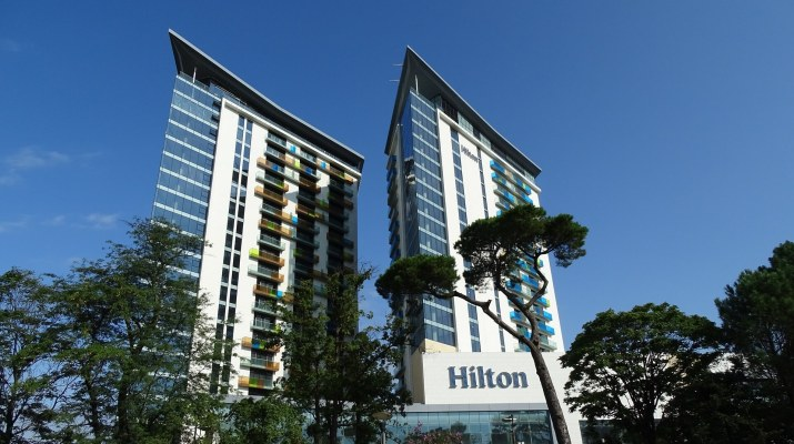 How to earn Hilton Honors Gold status in 4 stays.