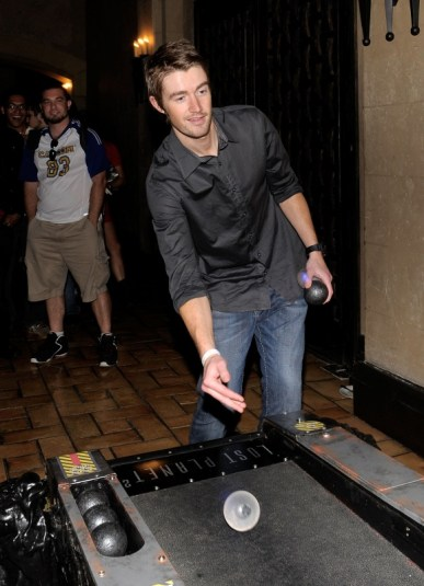 capcom-lost-planet-2-launch-party-robert-buckley-skeeball2