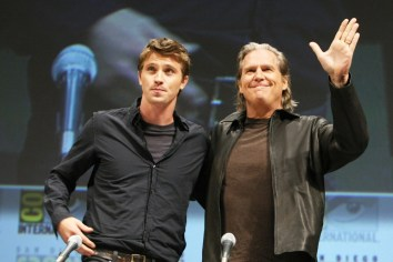 garrett-hedlund-jeff-bridges-tron-comic-con-2010
