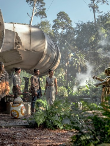 Chewbacca (Joonas Suotamo), Poe (Oscar Isaac), Finn (John Boyega), Rey (Daisy Ridley) and C-3PO (Anthony Daniels) in STAR WARS: THE RISE OF SKYWALKER.