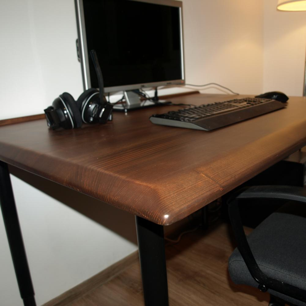 The Color Of The Desk Matches Well With The Black Legs From Ikea