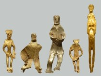 The newly-found figurine (far right) brings the total of gold figures discovered in this field to 5. Photo: Rene Laurensen