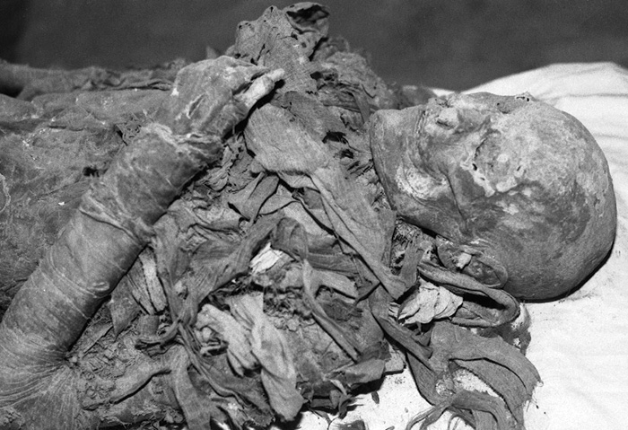 well-preserved female mummy from KV 60