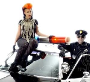 Eva Simons Konshens Policeman