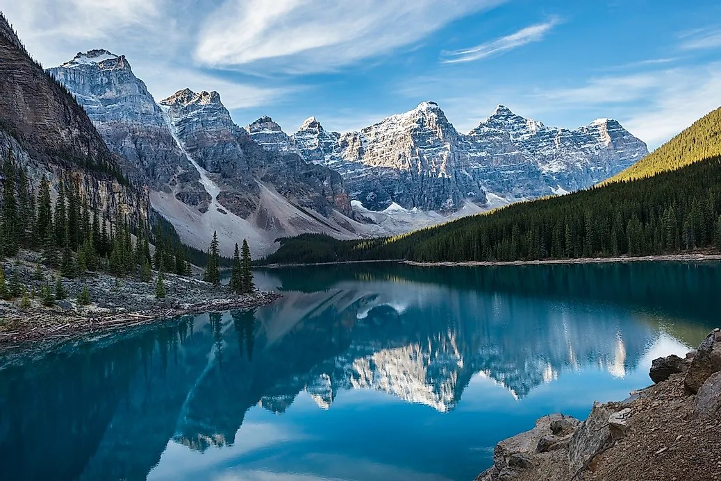Early Fall Hd Wallpaper Valley Of The Ten Peaks Canada Unique Places In The