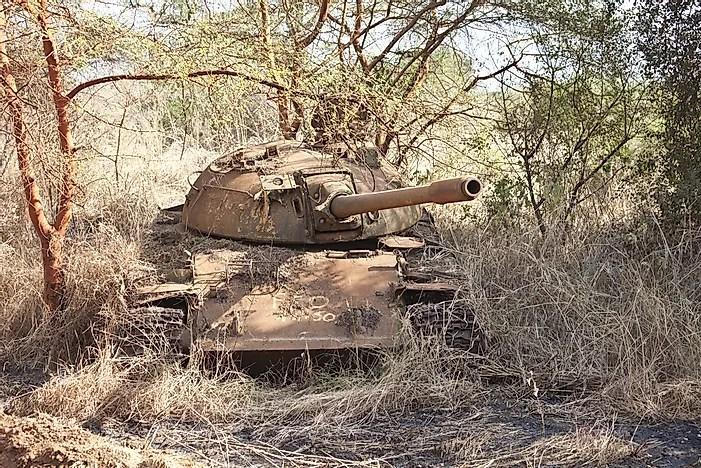 O resto de um tanque, destruído na Guerra Civil Sudanesa.