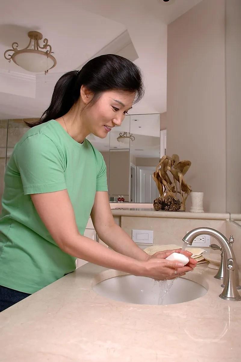 Esfregar as mãos em uma toalha não se livrará do COVID-19. Foto do Instituto Nacional do Câncer em Unsplash