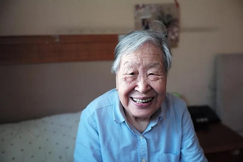 Lembre seus parentes idosos que você estará lá para eles.  Foto de Jixiao Huang no Unsplash