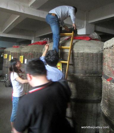 bainian baoding baijiu factory china (2)