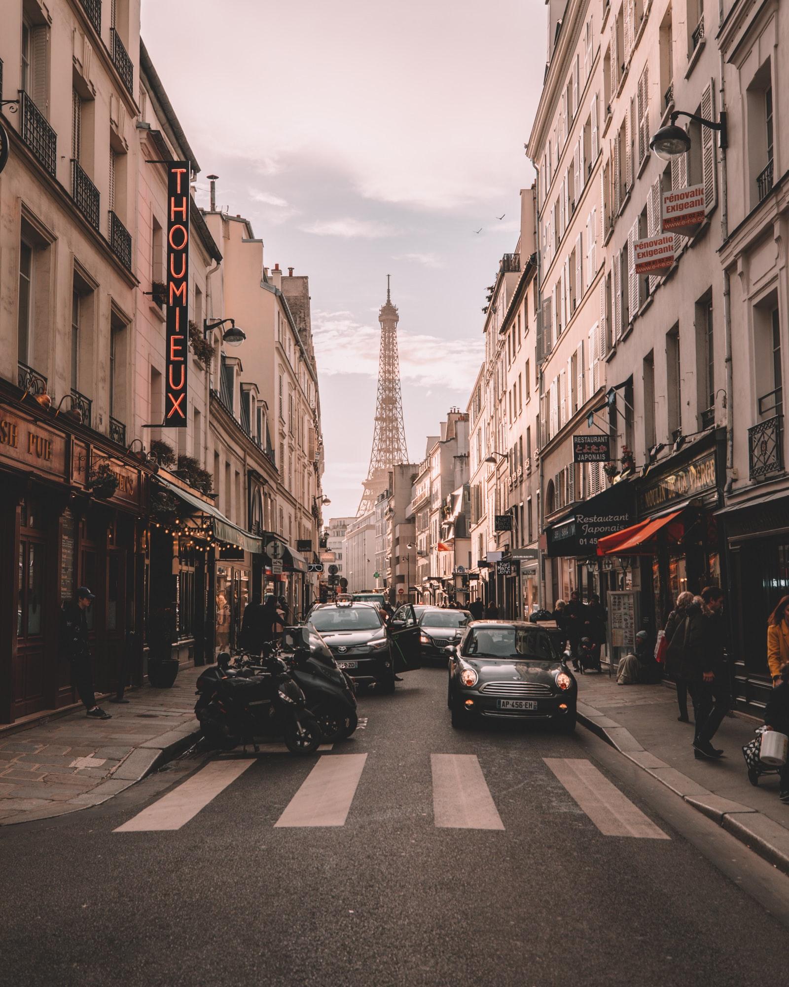Francja - obostrzenia w związku z koronawirusem od sierpnia