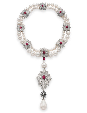 Elizabeth Taylor La Peregrina Pearl Makes $11,842,500 at
