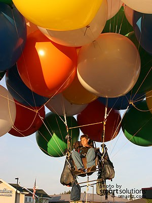 chair with balloons ch07 lounge up and away in 150 beautiful us lawn aviator pilot travels over 200 miles