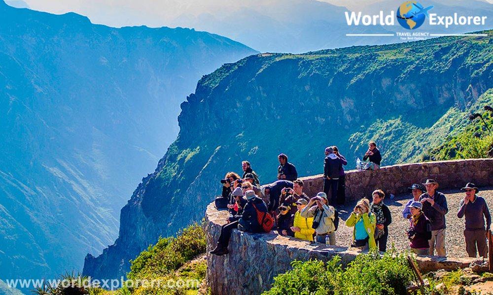 Tour de 1 dia completo (Full Day) Cañon del Colca, este viaje incluye ofrece un mirador de la cruz del condor donde se aprecia el vuelo de los condores andinos
