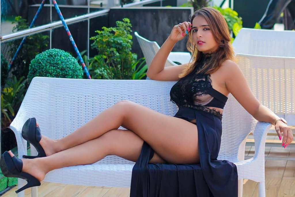 Indian Sexy fashion influences Shreyal Pandey (Glam Girl) in instagram