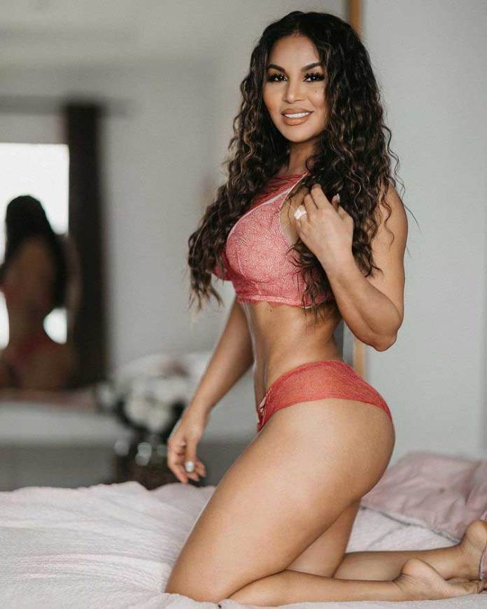 Nicaragu Curvy Model Dolly Castro Latest Picture - Dolly Castro Biography