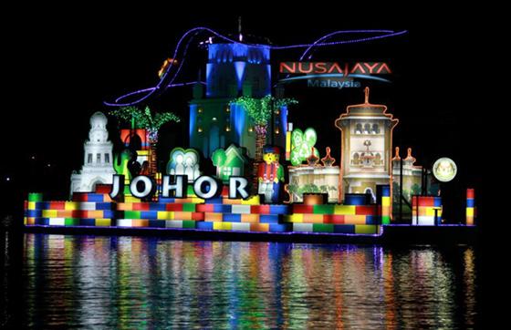 international-tourism-night-floral-parade-4