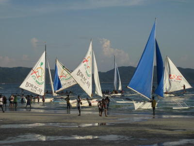 Paraw boating is one of a H2O activities accessible in Boracay.