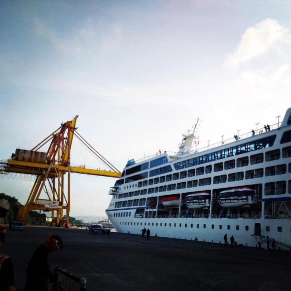 Cruise Ship Insignia