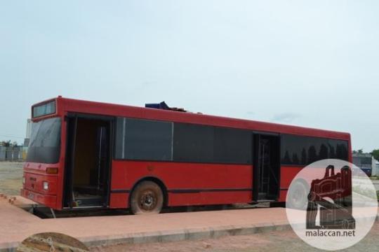 melaka-old-bus-converting-to-restaurant-chalet-2