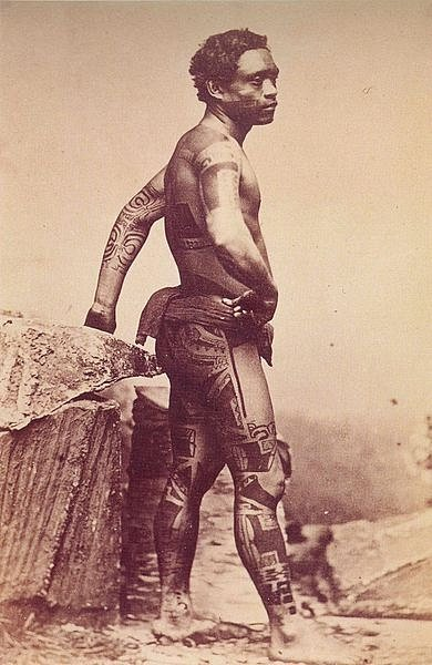 When matahi arrived in taupo there was no totara tree to carve so he journeyed onto the lake for inspiration. Traditional Maori Tattoo Of New Zealand World History Encyclopedia